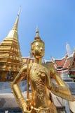 Estátua do ouro do meio pássaro humano imagens de stock royalty free