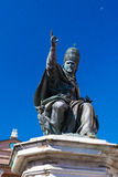 Estátua do papa Paul V em Rimini foto de stock