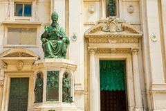 Estátua do papa Sixtus V , Casa Santa do della da basílica, local da peregrinação de Loreto, província de Ancona, Itália foto de stock royalty free