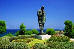 A estátua do poeta Jose del Rio Sainz em Santander foto de stock royalty free