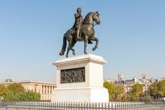 Estátua do rei Henry IV em Pont Neuf foto de stock