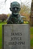 Estátua do ` s de James Joyce em St, verde do ` s de Stephen, Dublin, Irlanda Foto de Stock