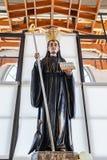 Estátua do St Benedict usada para a adoração por peregrinos na cripta Imagens de Stock Royalty Free