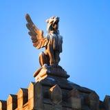 Estátua do telhado em Barcelona imagens de stock