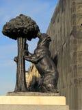 Estátua do urso e da árvore de morango, Madri, Espanha foto de stock royalty free