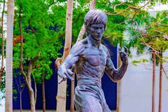 Estátua dos lee de Bruce no jardim das estrelas fotos de stock royalty free