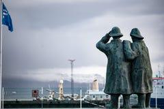 Estátua dos pescadores em Reykjavik Islândia foto de stock