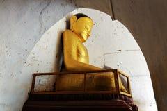 Estátua dourada antiga da Buda imagem de stock