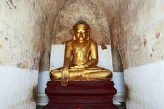 Estátua dourada antiga da Buda imagens de stock royalty free