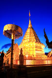 Estátua dourada bonita em Wat Phra That Doi Suthep, Chiang Mai, Tailândia Imagem de Stock Royalty Free