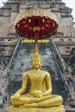 Estátua dourada da Buda em Chiang Mai, Tailândia Fotos de Stock Royalty Free