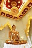 Estátua dourada da Buda em Wat Traimit em Banguecoque Fotografia de Stock Royalty Free