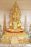 Estátua dourada da Buda no formulário do rei Foto de Stock Royalty Free