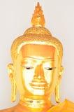 Estátua dourada da Buda no vestido do verão (Buda dourada) em Wat Pho Imagens de Stock Royalty Free