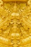 Estátua dourada de buddha. Fotos de Stock