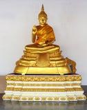 Estátua dourada de buddha Fotografia de Stock Royalty Free