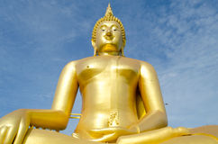 Estátua dourada de buddha Fotos de Stock
