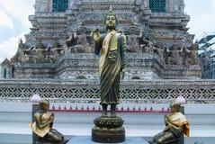 Estátua dourada de buddha em Wat Arun Fotografia de Stock