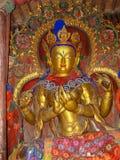 Estátua dourada de buddha no monastério de Palcho, Tibet, China foto de stock royalty free