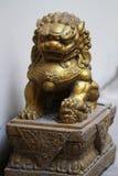 Estátua dourada do cavalo do dragão Fotos de Stock Royalty Free