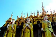 Estátua e pagode da Buda Foto de Stock Royalty Free
