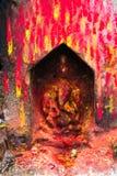 Estátua e santuário do azevinho em Boudhanath Boudha Stupa em Kathmandu, Nepal imagem de stock royalty free