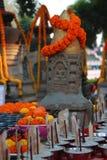 Estátua e stupa antigos no templo do mahabodhi Foto de Stock Royalty Free