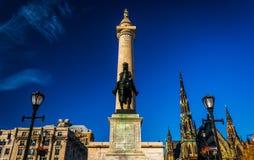 Estátua e Washington Monument em Mount Vernon, Baltimore, M imagens de stock royalty free