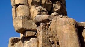 Estátua egípcia no grande salão no templo de Karnak vídeos de arquivo