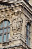 Estátua em grelhas museu, Paris, França foto de stock royalty free