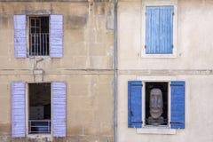 Estátua em uma janela Fotografia de Stock Royalty Free