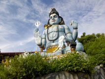 Estátua enorme do deus situada em Trincomale Sri Lanka imagem de stock royalty free