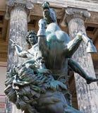 Estátua equestre com a lança na frente do museu de Altes imagens de stock royalty free