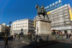 Estátua equestre de Carlos III em Puerta del Sol no Madri, Espanha Fotos de Stock Royalty Free