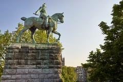 Estátua equestre de Kaiser Wilhelm mim, água de Colônia, Alemanha imagens de stock