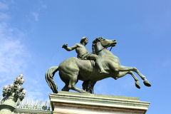 Estátua equestre na frente de Royal Palace, Turin, Itália Imagem de Stock Royalty Free