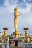 Estátua ereta da Buda do ouro, Tailândia Imagens de Stock