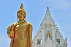Estátua estando de Buddha Imagem de Stock