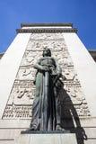 Estátua fêmea na frente da corte de Porto (o tribunal a Dinamarca Relacao faz Porto) em Porto - Portugal imagens de stock royalty free