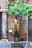 Estátua famosa de Juliet em Verona, frontal, Itália foto de stock royalty free