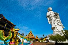 estátua 100-foot alta de uma Buda ereta no templo Bachok kelantan Malásia de Phothikyan Phutthaktham A foto foi tomada 10 /2/2018 Fotos de Stock Royalty Free