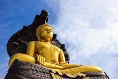 A estátua gigante de Buddha foto de stock royalty free