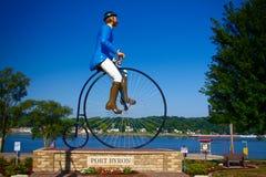 Estátua gigante do ciclista em Byron portuário, Illinois fotografia de stock royalty free
