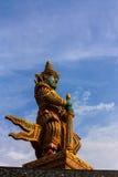 Estátua gigante do guardião no templo de Wat Phasrisanpet, Ayuttay fotos de stock