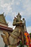 Estátua gigante em Wat Arun, Banguecoque Tailândia Fotografia de Stock
