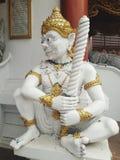 Estátua gigante que guarda o templo foto de stock royalty free