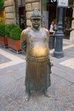 A estátua gorda do polícia em Budapest, Hungria fotografia de stock royalty free