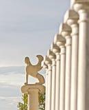 Estátua grega com colums Fotografia de Stock Royalty Free