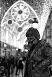 Estátua humana em luzes de Natal de Malaga Foto de Stock Royalty Free