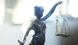 Estátua legal da lei de justiça imagens de stock royalty free